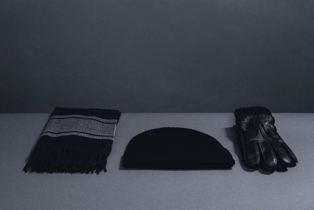 Winter accesories from Banana Republic: black scarf, hat and gloves