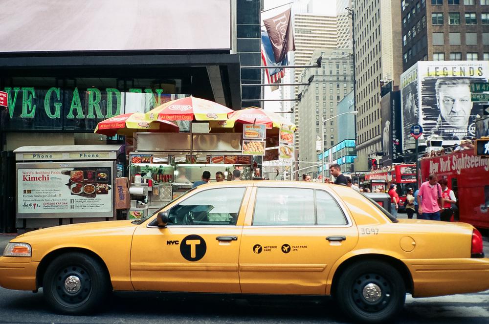 d69e3-19-newyorkfashionweek-timesquaretaxi-kodakgold400.jpg