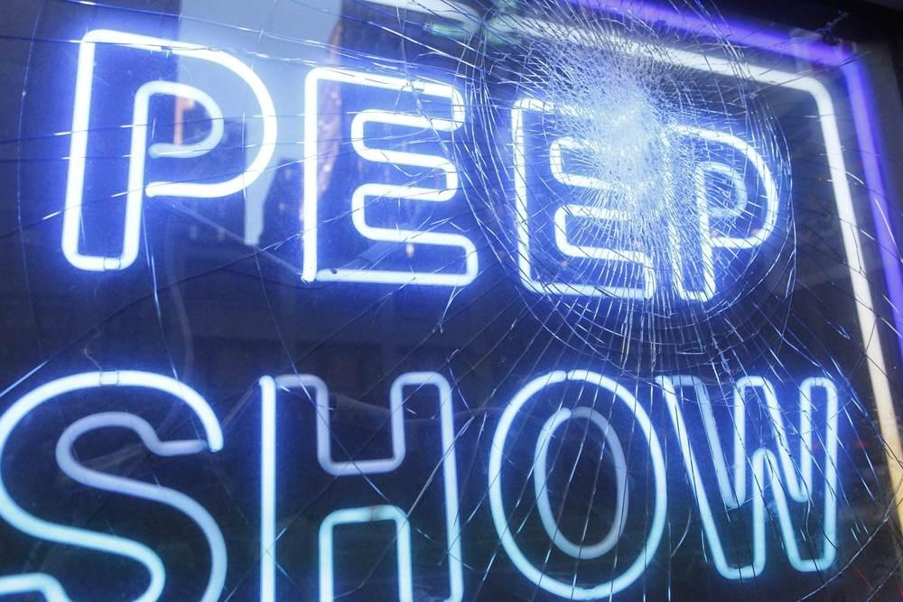 Peep_show_6D.jpg