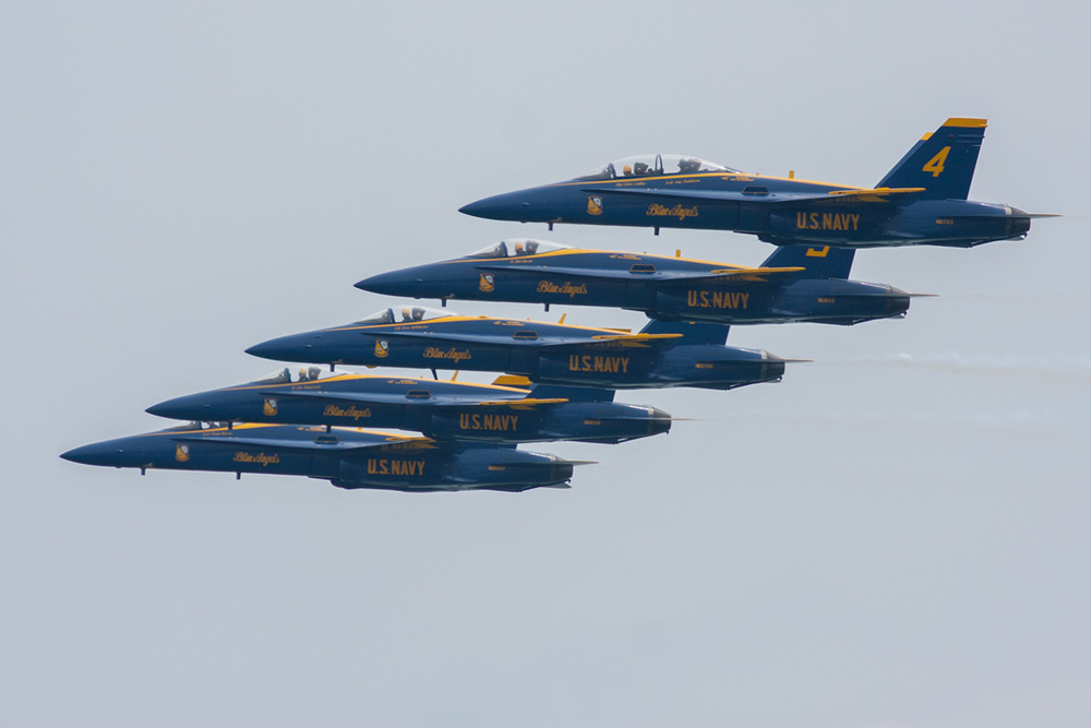 blue_angels-stacked-formation.jpg