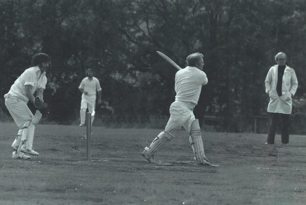 1977 Tommy Docherty batting.jpg
