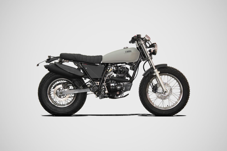 """La Beach de Born Motor Co, es una moto llamativa con base Sumco Surf 125/250, entre otras cosas cabe destacar su rueda trasera de 180"""" y su bajo asiento que la hace más cómoda y fácil de manejar"""