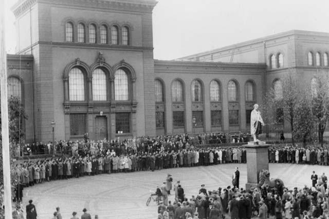 Feiring av grunnstensnedleggelse av Universitetet i Bergen, 1946. Kilde:Avdeling for spesialsamlinger, University of Bergen Library