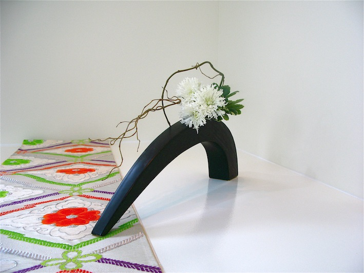 (Photo by the ikebana shop.  All rights reserved.)