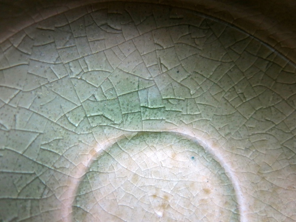 I see cracks in my teacup.  Is it damaged?  Not always! Those may be  kan-nyuu .