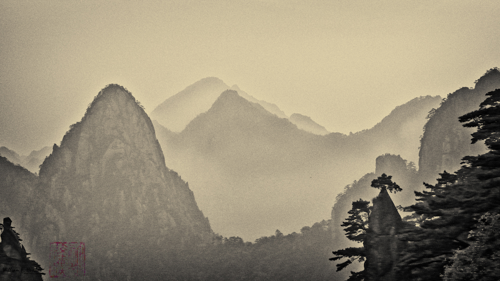 Huangshan, China; May 19, 2008; Leica D-Lux 3, ISO 100, 15.6mm, f/4.5, 1/1000 sec