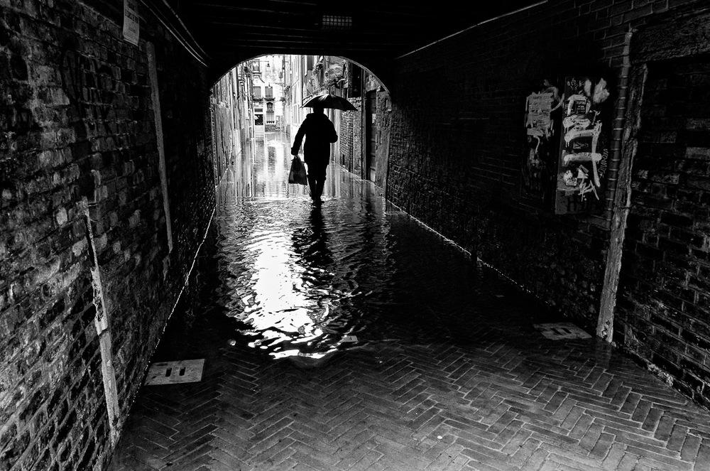 Man in Acqua Alta