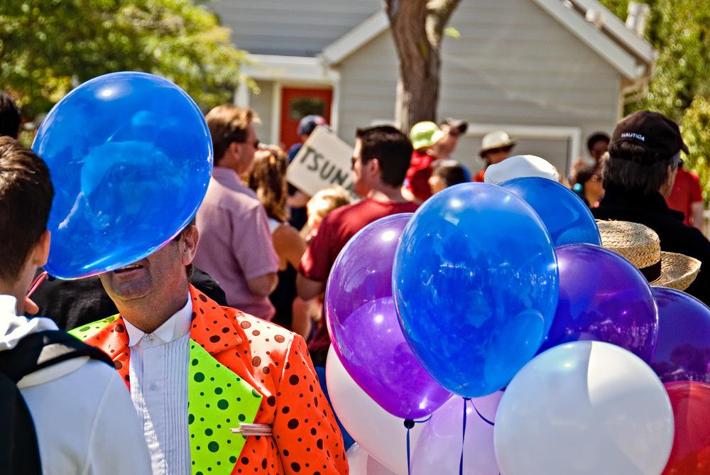 July 4th Balloon Man   Mark Lindsay