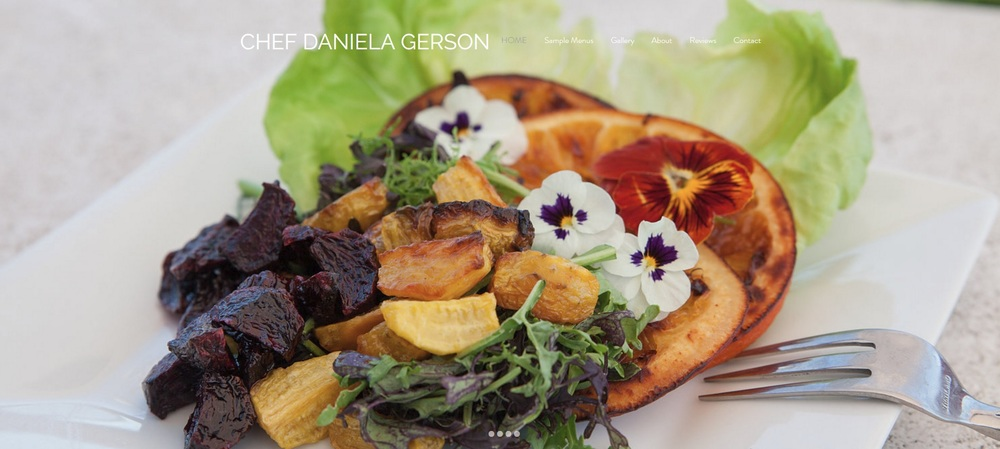 A screen shot of Daniela Gerson's new website with our photos :)