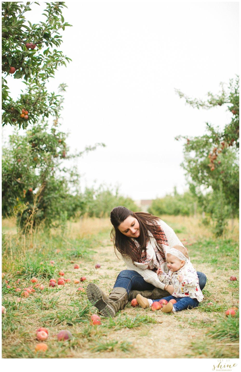Fall Family Orchards Photos-8491.jpg