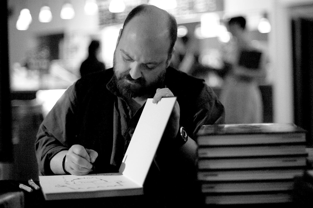Dave McKean signing at the Portage Theater in Chicago (2009)