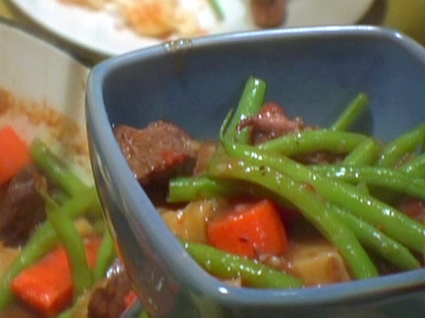 0041123F1_Red-Wine-Beef-Stew-with-Potatoes-and-Green-Beans_s4x3_lg.jpg