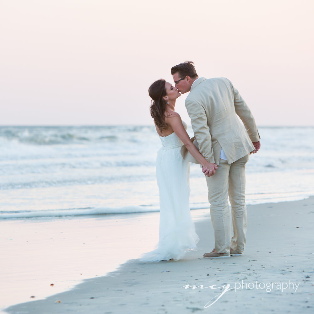 mcg-photo-Wild-Dunes-beach-wedding-couple