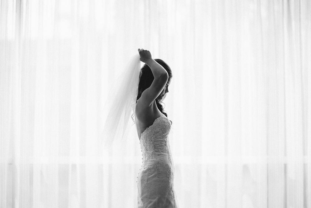 Cleveland Wedding Photographer Marriott Hotel Beach Rocky River - Nikki and Dave 13.jpg