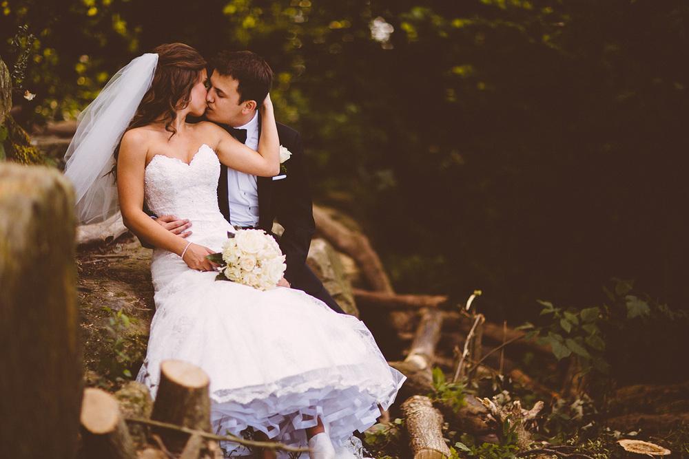 Cleveland Wedding Photographer Marriott Hotel Beach Rocky River - Nikki and Dave 34.jpg
