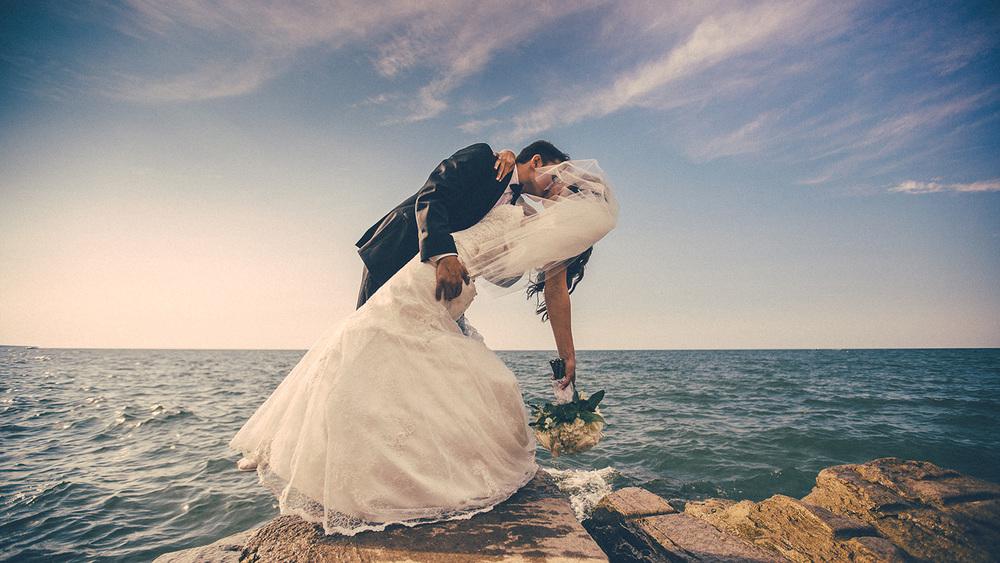 Cleveland Wedding Photographer Marriott Hotel Beach Rocky River - Nikki and Dave 35.jpg