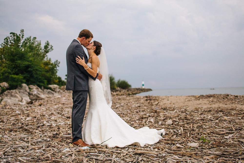 Caroline + Tim a cleveland wedding at the cleveland yacht club