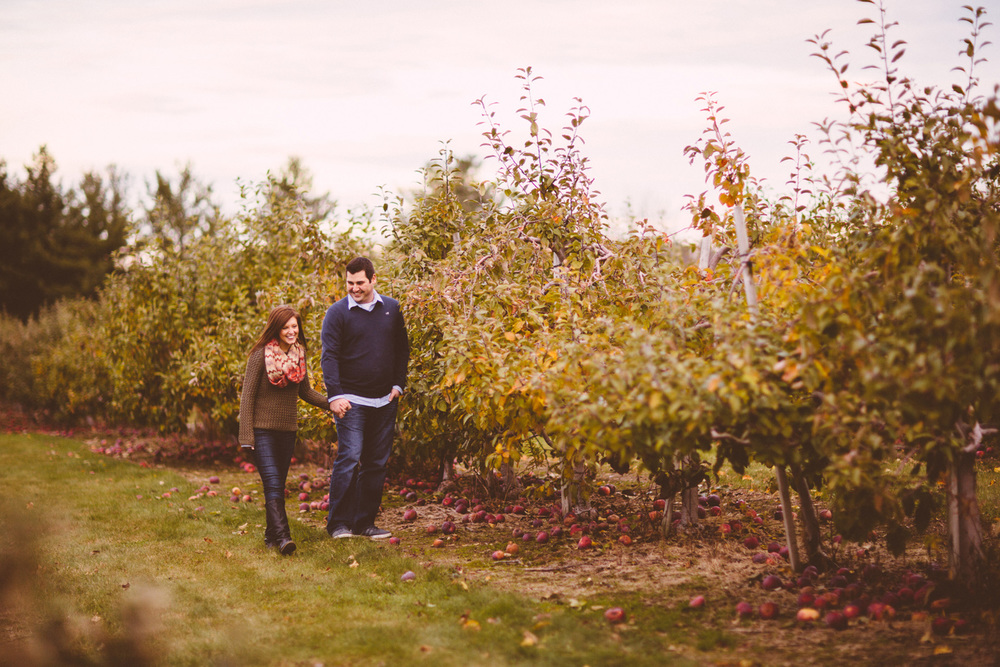 Patterson Fruit Farm Fall Engagement Session Photos in Cleveland 11.jpg