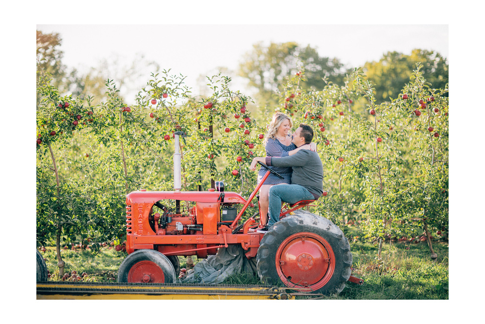 Fall Apple Orchard Engagement Photos in Ohio 04.jpg