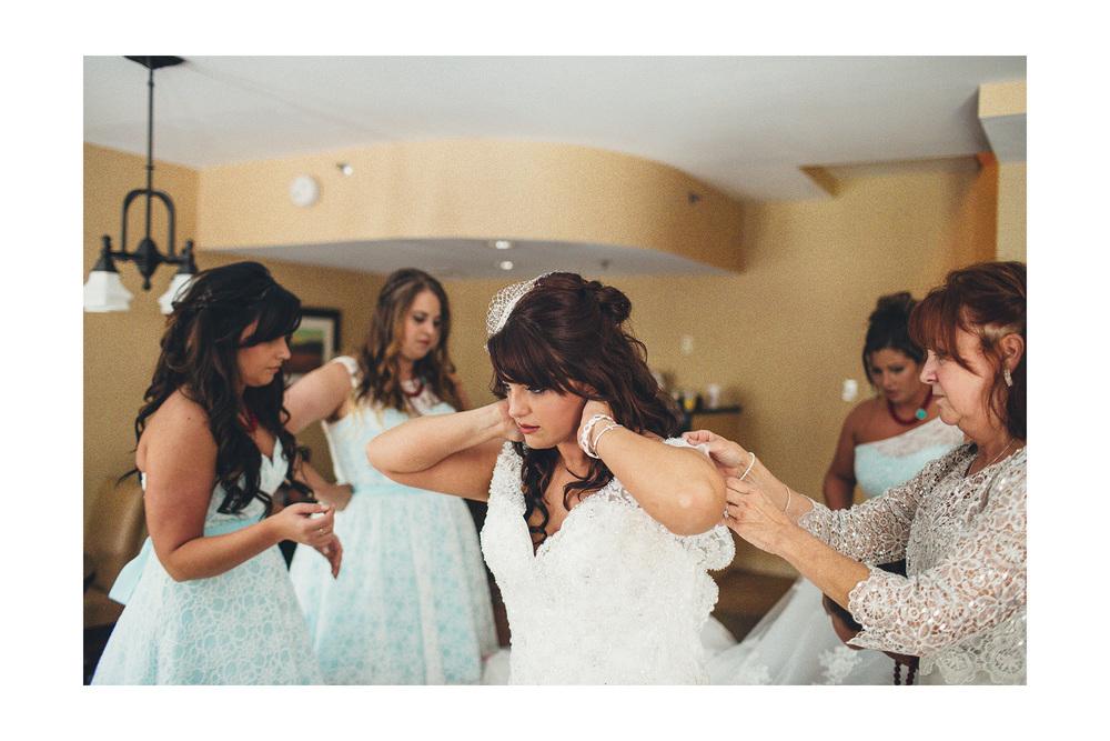 Cuyahoga Falls Wedding Photographer at Shearton 10.jpg