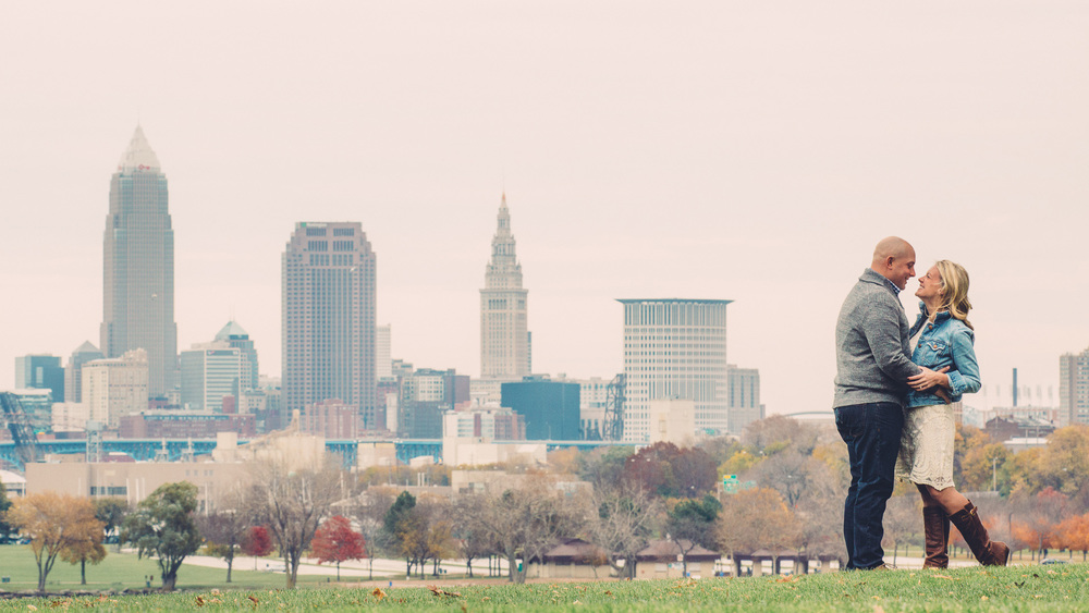 Downtown Cleveland Engagement Photos 01.jpg