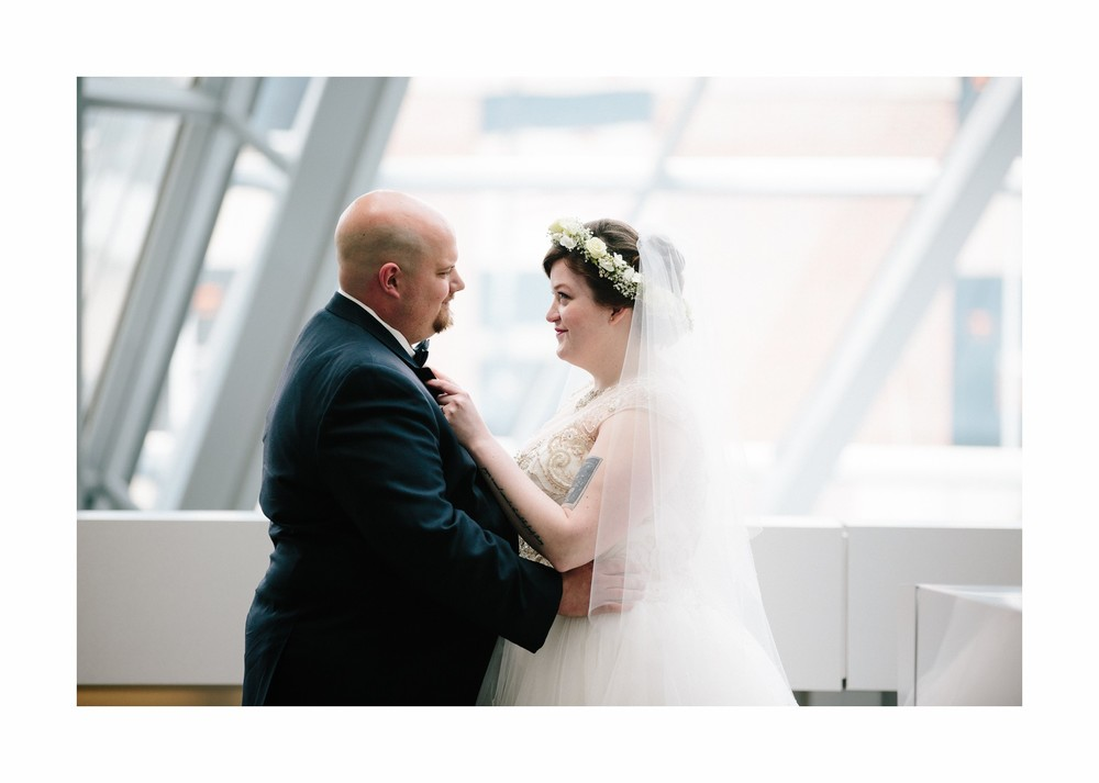 Akron Art Museum Wedding Photographer 12.jpg