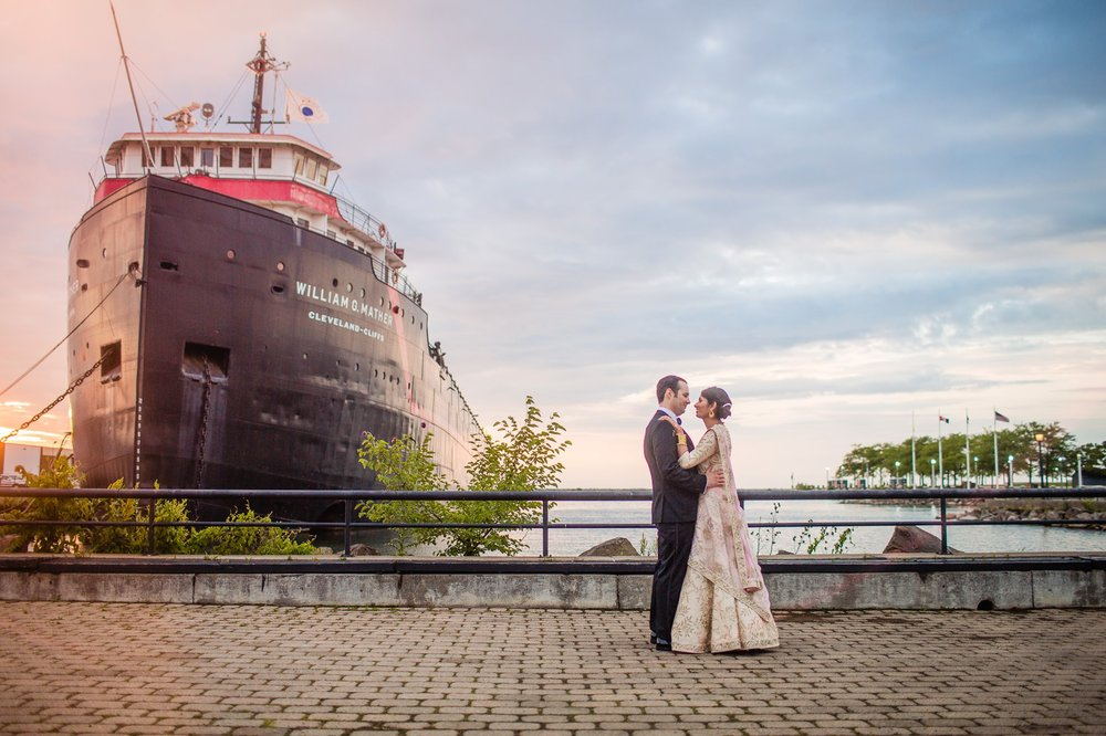 Great Lakes Science Center Wedding Photographer in Cleveland 72.jpg