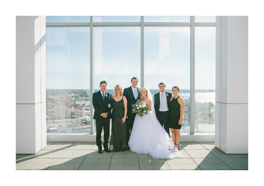 Aloft Hotel Lago Wedding Photographer in Downtown Cleveland 54.jpg