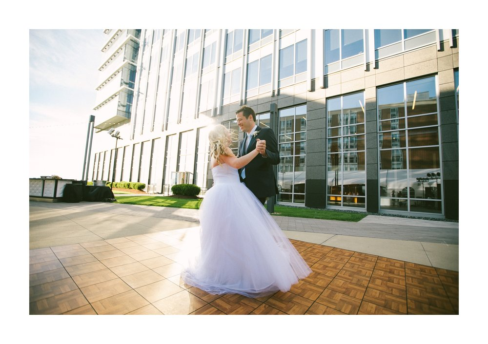 Aloft Hotel Lago Wedding Photographer in Downtown Cleveland 74.jpg