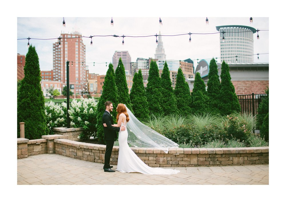 Windows on the River Wedding Photographer in Cleveland 1 17.jpg