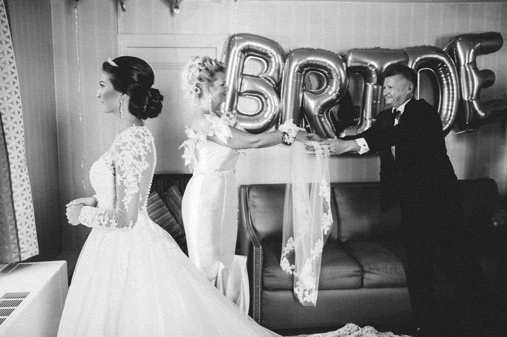 Renaissance Hotel Wedding Photos in Cleveland 1 31.jpg