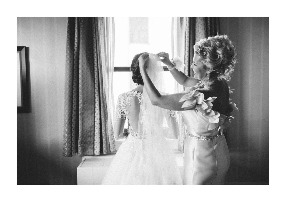Renaissance Hotel Wedding Photos in Cleveland 1 32.jpg