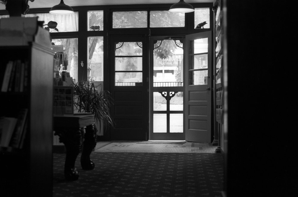 Enter-the-bookshop.jpg