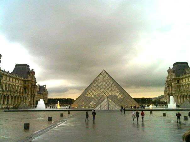 A moody Louvre at dusk