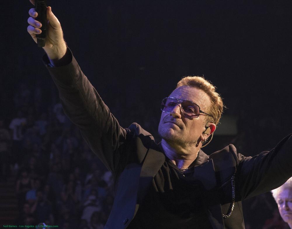 U2 LA 5-31-15_2342_Bono3.jpg