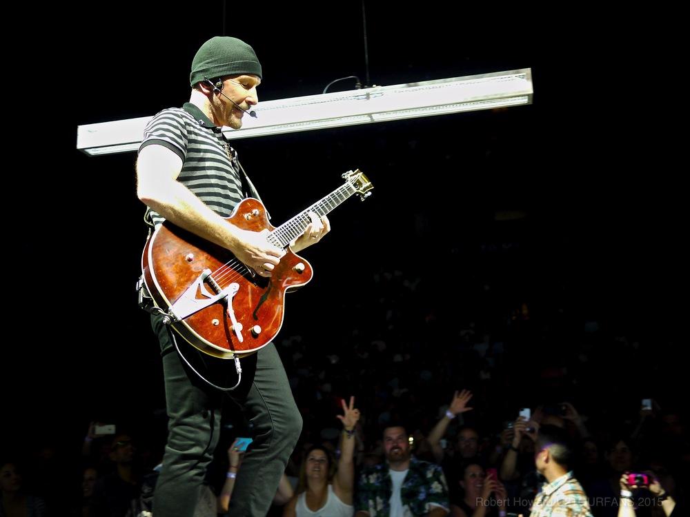 U2@ACC_RobertH_04U2TOURFANS.jpg