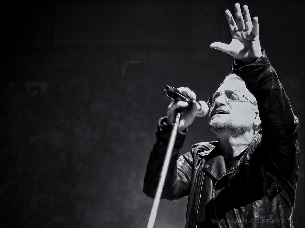 U2@ACC_RobertH_06U2TOURFANS.jpg