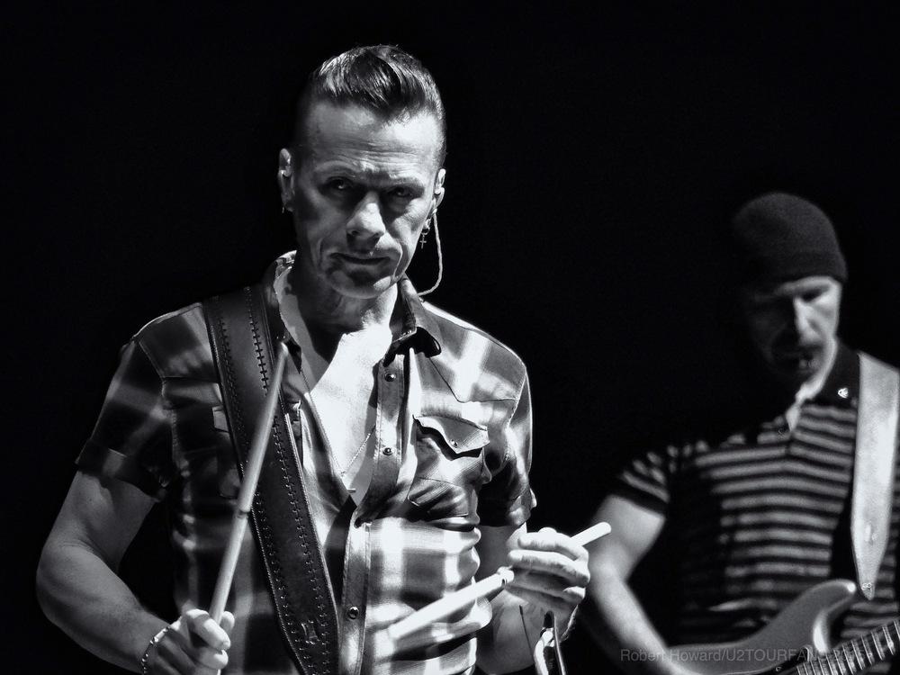 U2@ACC_RobertH_07U2TOURFANS.jpg