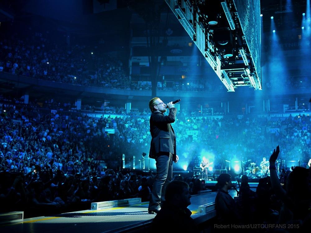 U2@ACC_RobertH_11U2TOURFANS.jpg