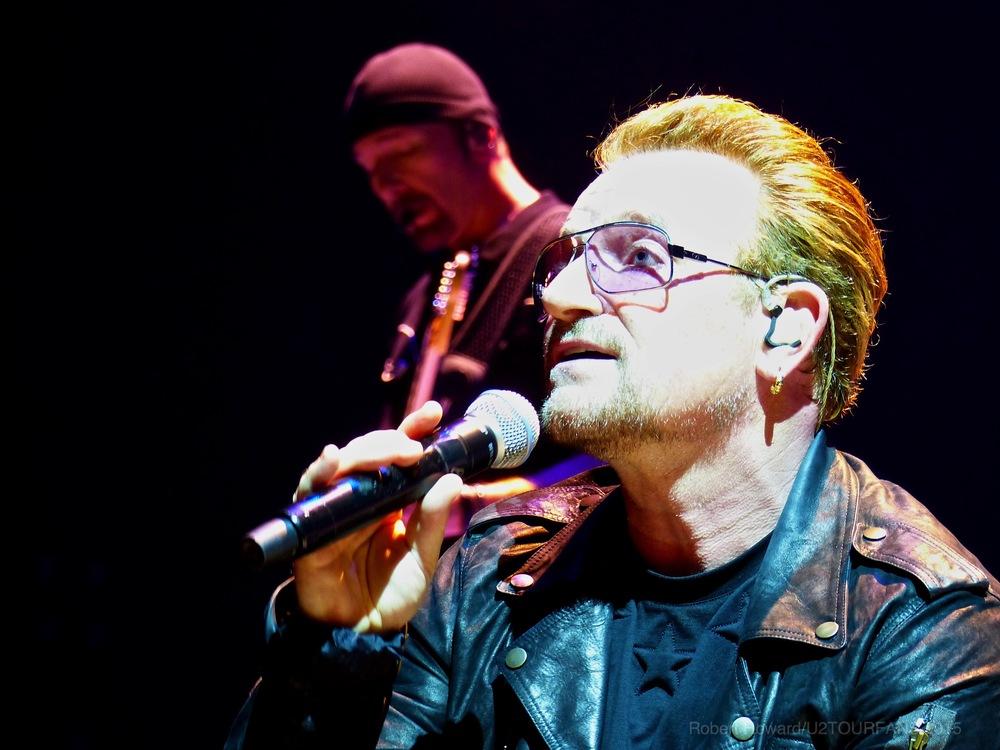 U2@ACC_RobertH_13U2TOURFANS.jpg