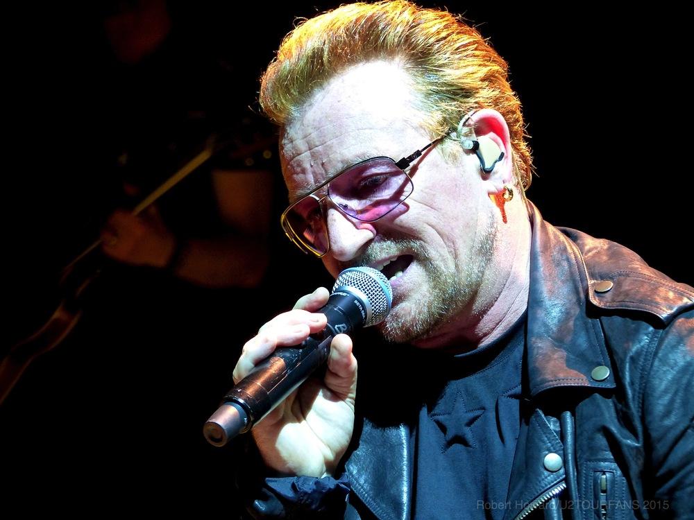 U2@ACC_RobertH_14U2TOURFANS.jpg