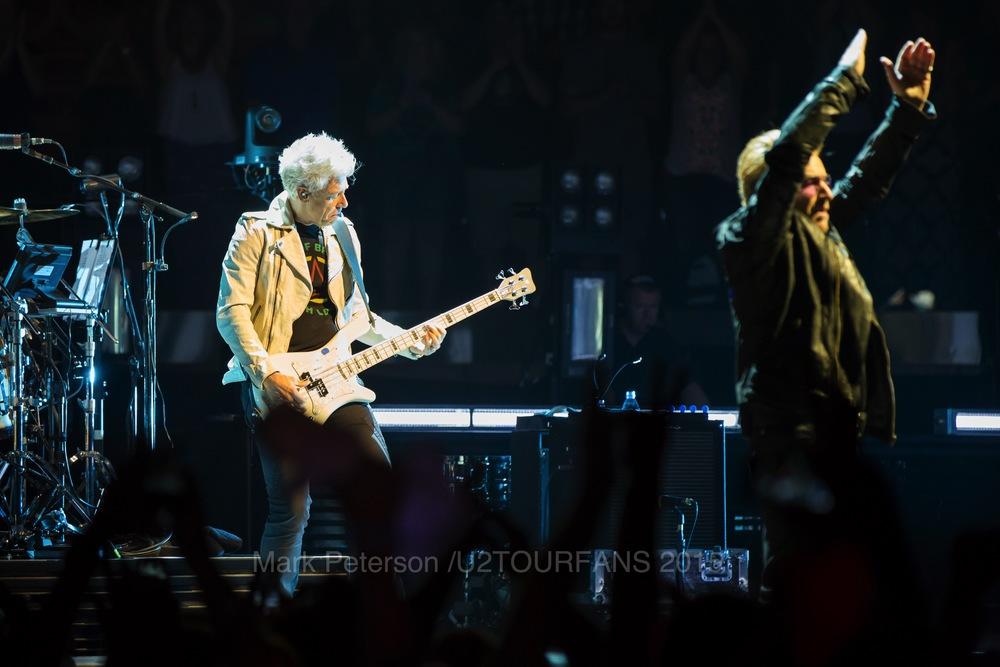 U2 NYC Show 2-14U2TOURFANSW.jpg