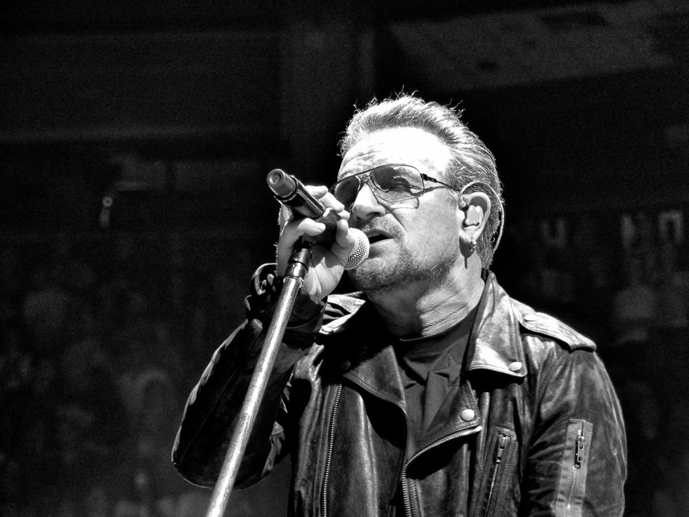 U2 / Bono / Robert Howard / U2TOURFANS