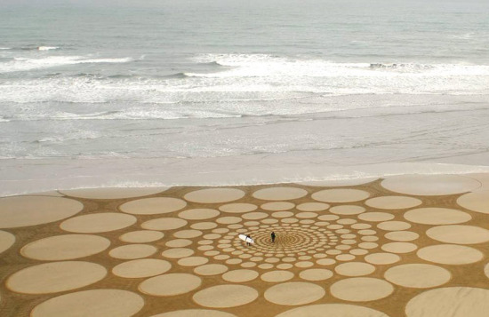 Jim-Denevan-sand-art-geometry.jpg