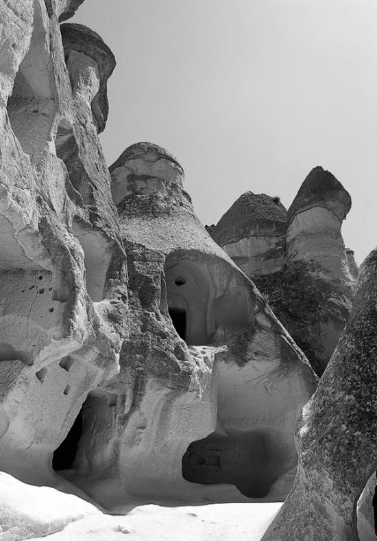 BW_cappadocia-fairy-chimneys_600x860.jpg