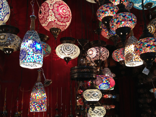 Turkey-Istanbul-bazaar-lights+color_600x450.jpg