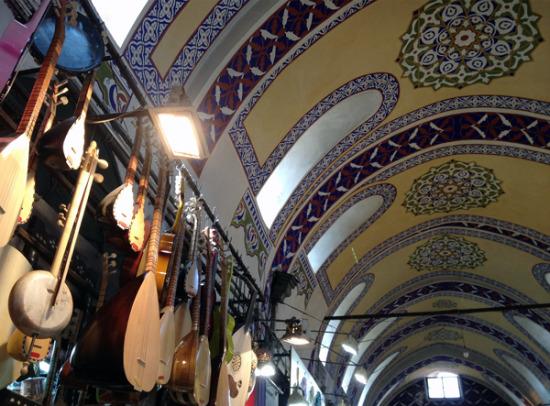 Istanbul-Turkey-grand-bazaar-instruments_600x443.jpg