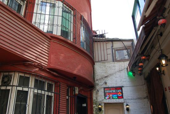 Turkey-Istanbul_cafe_600x405.jpg