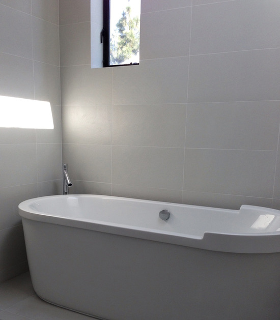 freestanding duravit bathtub at master suite