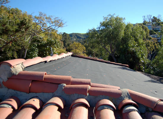 MYD-studio-solar-panel-installation-clay-tile-roof-550x400.jpg